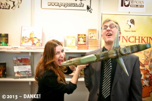 Marketingmenschen bei Pegasus mit Munchkin-Axt.